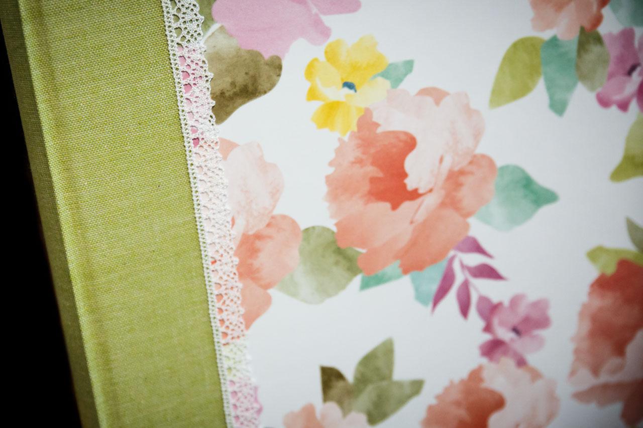 álbum personalizado hecho a mano modelo margarita con temática floral