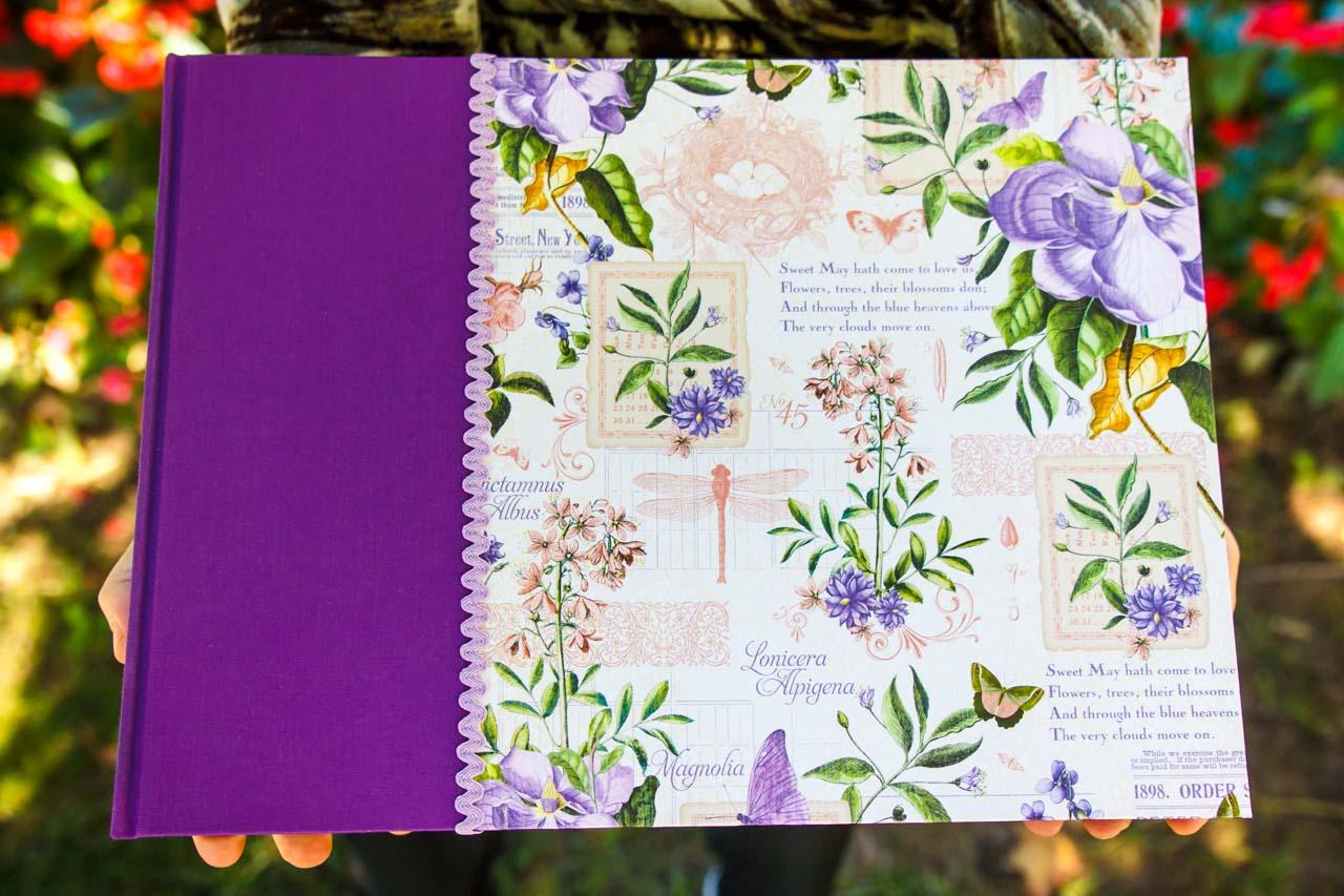 álbum personalizado hecho a mano flores moradas en el bosque