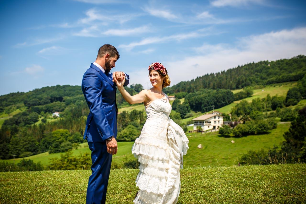 los novios ensayando el baile a solas en una boda en oiartzun