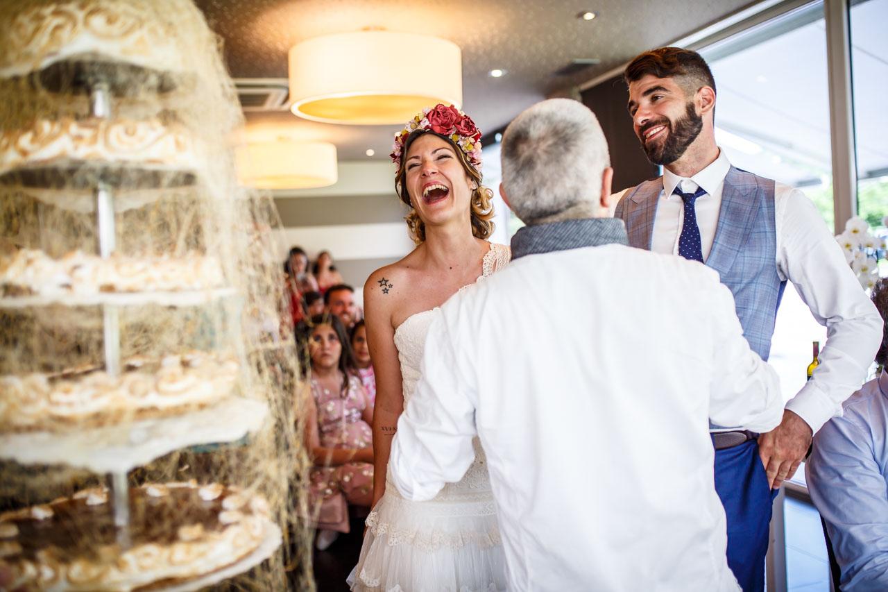 momento previo al corte de tarta en una boda en oiatzun