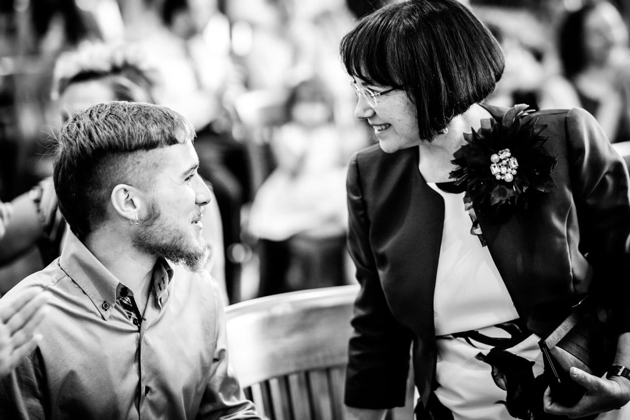 la madre y el hermano de la novia en una boda en oiartzun
