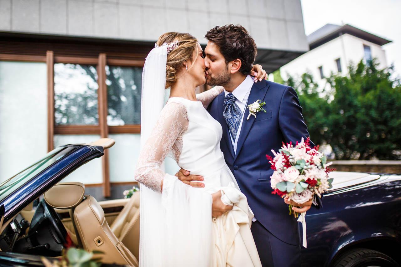 el primer beso del día de los novios en una boda en irun