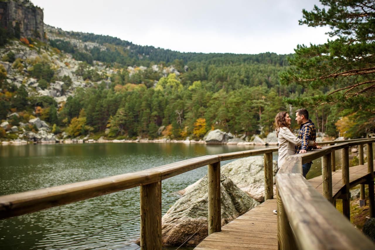 los negros disfrutando del entorno de la laguna negra en una preboda en Soria