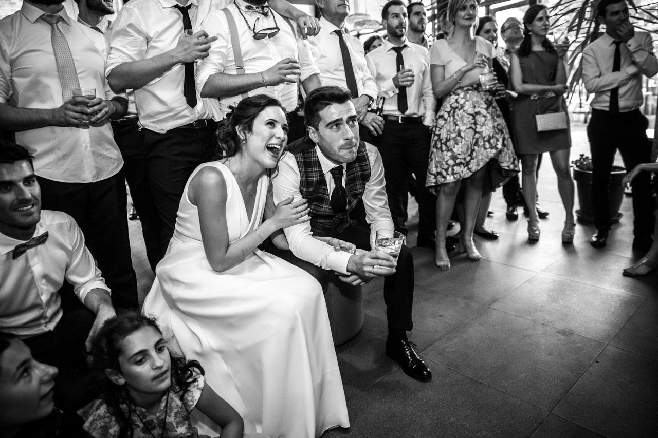 reacción de los novios al ver imágenes del vídeo en una boda en soria
