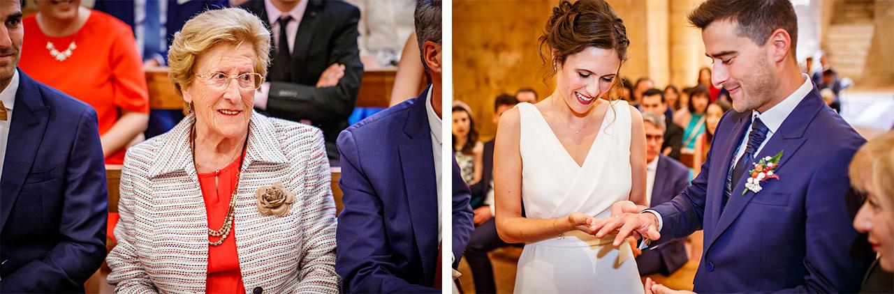 el novio recibe la alianza de su abuelo bajo la atenta mirada de su abuela emocionada en una boda en soria