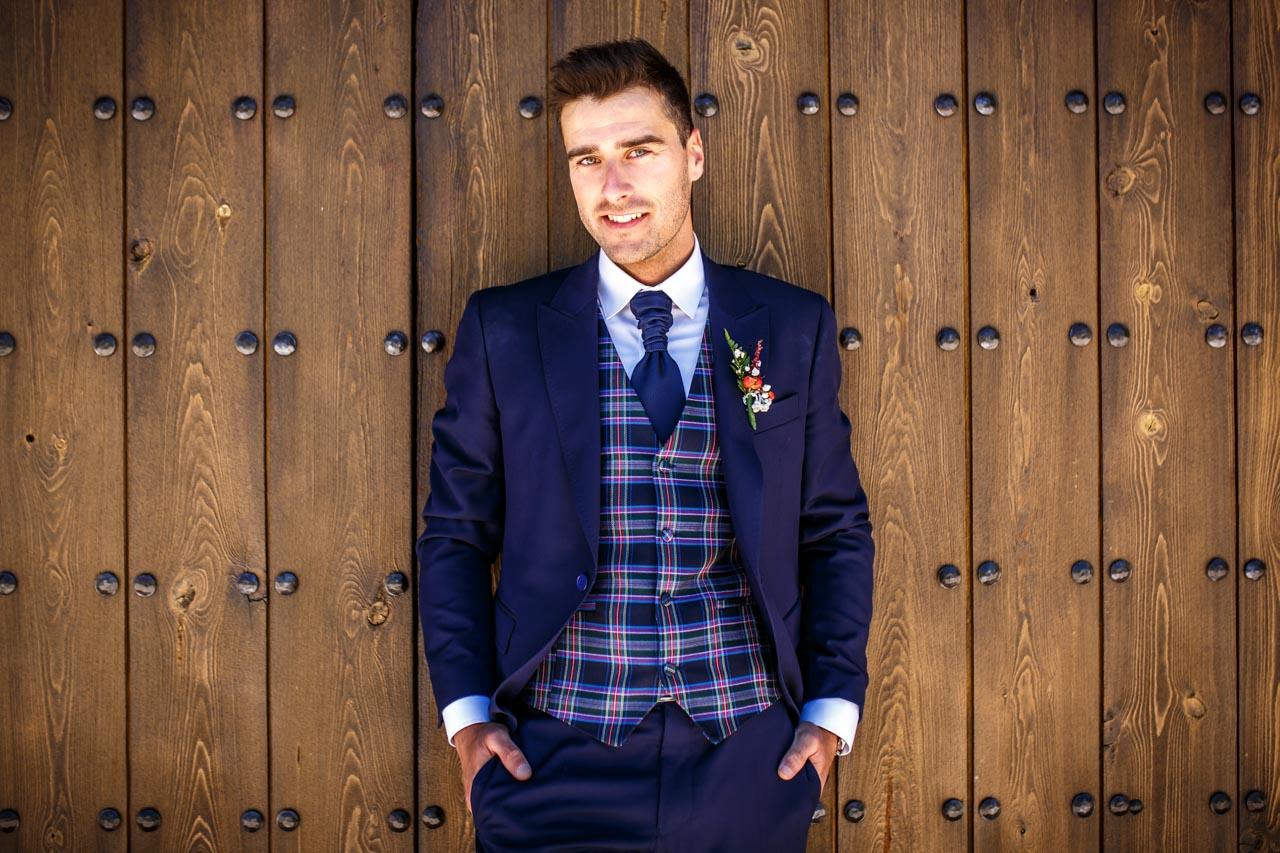 retrato de el novio en una boda en soria