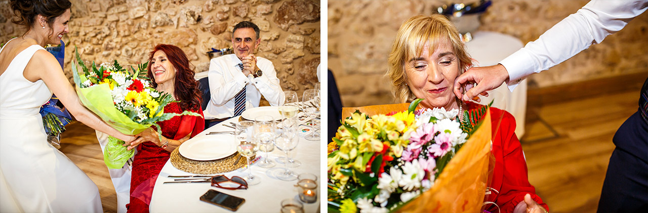 fotos de las madres de ambos novios recibiendo un ramo de flores en una boda en soria
