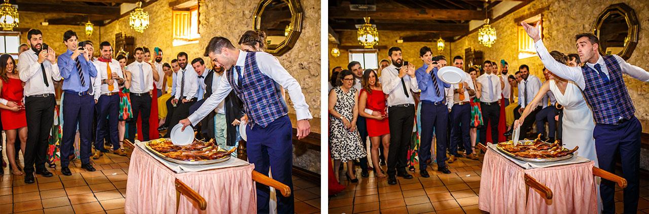 secuencia de cómo el novio corta el cochinillo y lanza el plato en una boda en soria