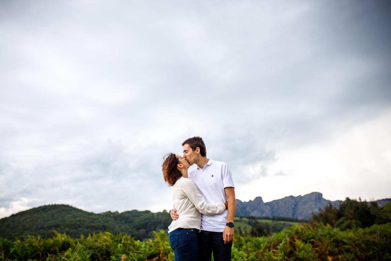 beso de una pareja en pikoketa